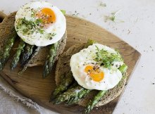 Roasted asparagus with poached eggs recipe