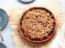 Paleo Berry Crumble Pie recipe